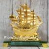 Thuyền vàng căng buồm lướt sóng LN145