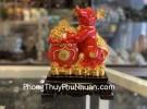 Chuột đỏ ôm túi tiền đỏ trên đống vàng TM007