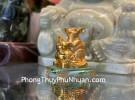 Chuột vàng ôm hồ lô trên đế thuỷ tinh TM032