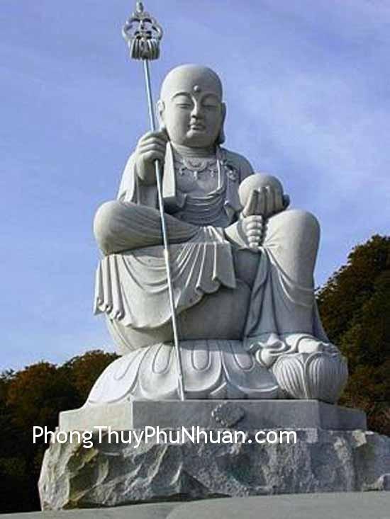 tuong dia Tang Bo Tat Đặt tượng kim loại ở góc Tây Bắc