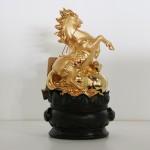 g110a ngua vang 2 150x150 Tượng ngựa vàng trên đế gỗ tròn G110A