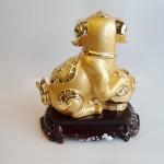C017A tuong cho vang 2 150x150 Chó vàng ôm mâm vàng trên đế gỗ C017A