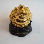 C066A thiem thu vang nho 150x150 Thiềm thừ vàng nhỏ trên đế gỗ xoay C066A