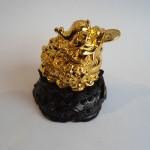 C066A thiem thu vang nho 2 150x150 Thiềm thừ vàng nhỏ trên đế gỗ xoay C066A