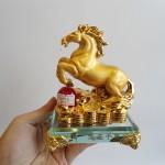 C109A ngua vang de thuy tinh 2 150x150 Ngựa vàng trên hạt châu đế thủy tinh C109A