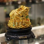 c062a coc vang xoay 1 150x150 Cóc vàng trên đống tiền vàng C062A