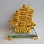 C192A thuyen rong vang nho 150x150 Thuyền buồm vàng nhỏ đế thủy tinh C192A