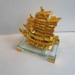C192A thuyen rong vang nho 2 150x150 Thuyền buồm vàng nhỏ đế thủy tinh C192A