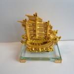 C192A thuyen rong vang nho 3 150x150 Thuyền buồm vàng nhỏ đế thủy tinh C192A