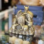 D293 bay chuot tren dong vang 150x150 Hoàng gia ngũ tí chuột đồng trên đống tiền vàng D293