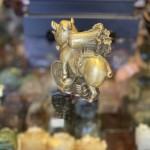 D300 heo dong cong cai 3 150x150 Đại đế heo đồng cõng bắp cải trên đống tiền vàng D300