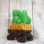 ln019 gia dinh heo xanh 150x150 Hoàng gia heo xanh ngọc trên đống tiền vàng nhỏ LN019