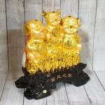 ln028 gia dinh heo vang 150x150 Tam tiên heo vàng trên đống tiền LN028