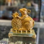 Chuột đế thuỷ tinh ôm túi vàng TM020